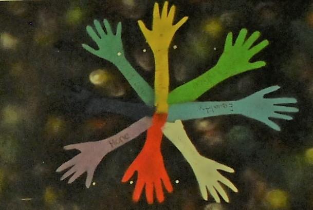 Teilnehmende haben Menschenrechte künstlerisch umgesetzt